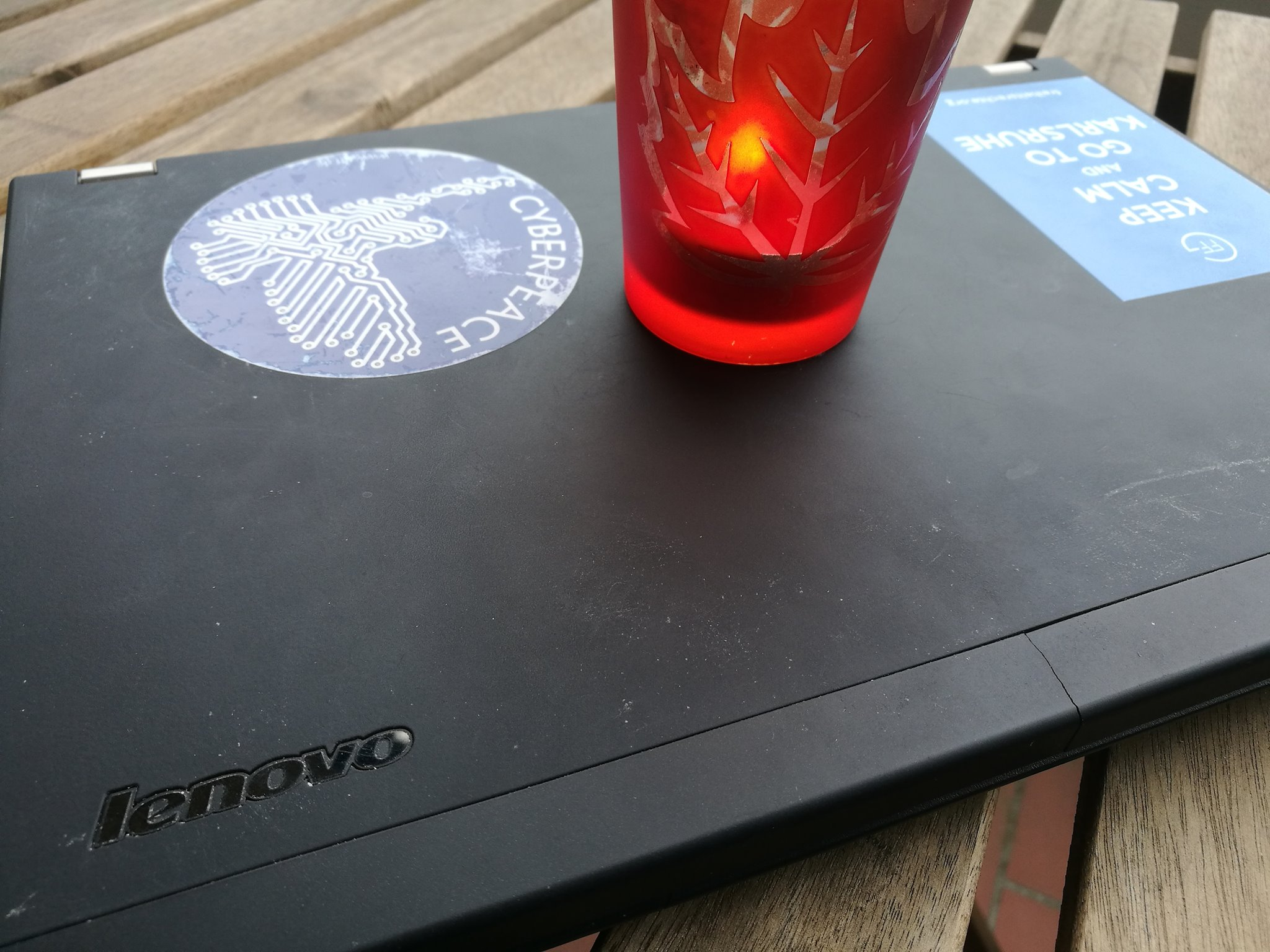 Kerze auf Laptop